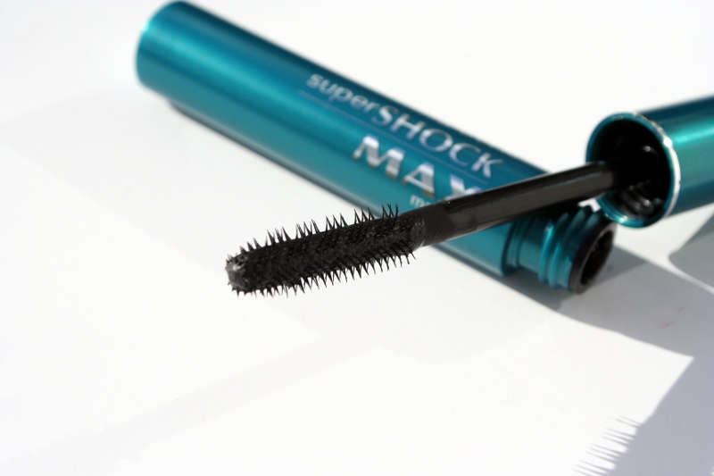 daae280d63c This gloriously spiky-bristled brush belongs to Avon Supershock Max mascara.  It claims to give up to 15x volume (I assume this is compared to naked  lashes) ...