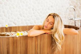 https://3.bp.blogspot.com/-r2AZTVVId_s/W-INkFdT2II/AAAAAAAAAYY/MXRs-Netn6Iffme0s76bNOWrf063rQ-6wCLcBGAs/s320/young-beautiful-woman-relaxing-wooden-bath-young-woman-relaxing-wooden-bath-104987648.jpg
