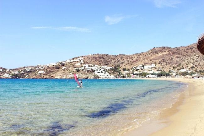 Milopotas plaza na Ios ostrvu u Grckoj