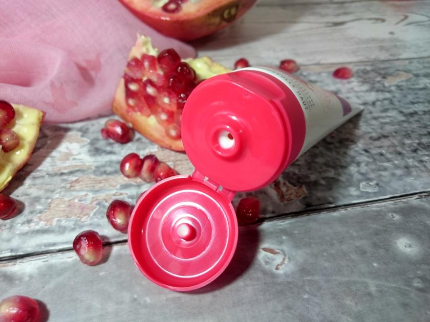 Cosnature Naturalny odżywczy krem do twarzy na noc z owocem granatu.