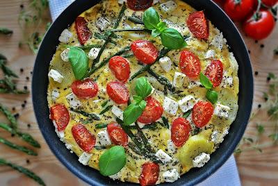 Omlet ze szparagami na bogato
