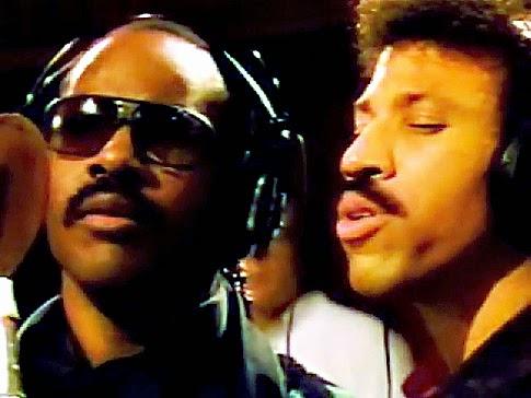 """Stevie Wonder e Lionel Richie, na gravação de """"We Are the World"""""""