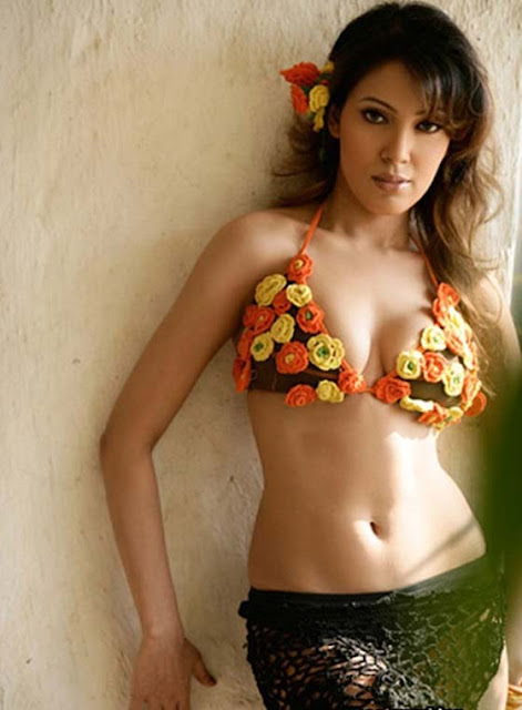Hot moonmoon Dutta sexy figure & s Navel show