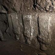 В Ираке в прорытых боевиками подземных ходах нашли древний дворец