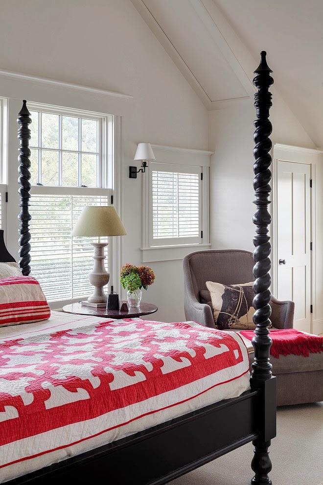 Biały domek w wiejskim stylu, wystrój wnętrz, wnętrza, urządzanie domu, dekoracje wnętrz, aranżacja wnętrz, inspiracje wnętrz,interior design , dom i wnętrze, aranżacja mieszkania, modne wnętrza, styl wiejski, styl rustykalny, białe wnętrza, sypialnia