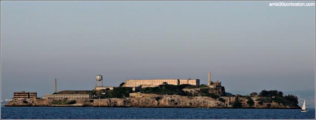 Vistas desde el Exterior de la Torre Coit de la Isla de Alcatraz