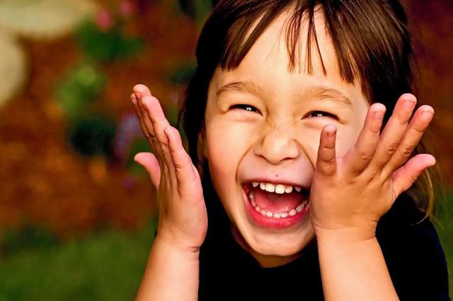 7 فوائد للضحك مثيرة للدهشة