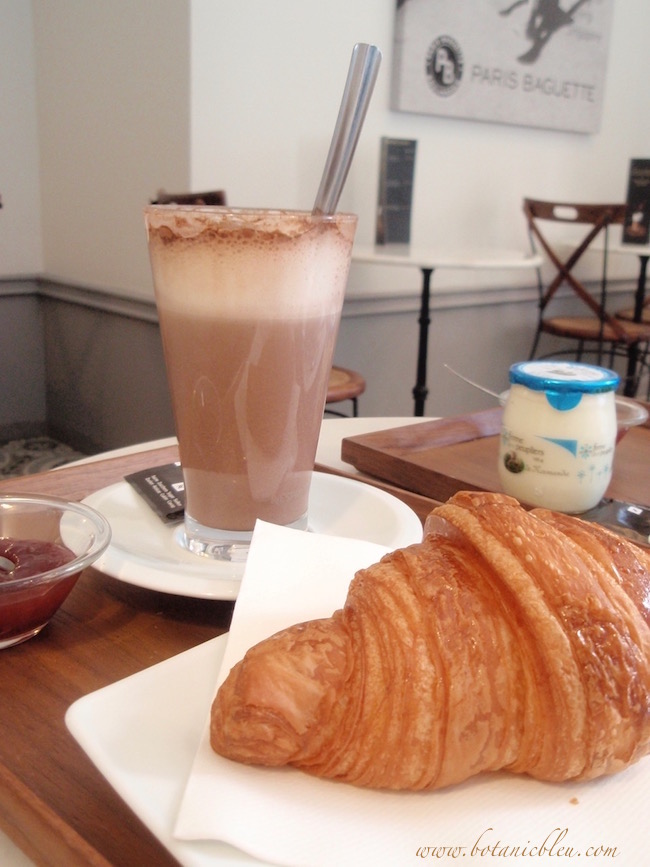 paris-breakfast-hot-chocolate-croissant