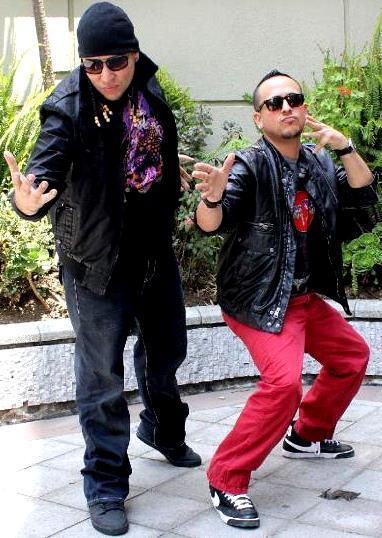 Foto de J-King y Maximan al aire libre