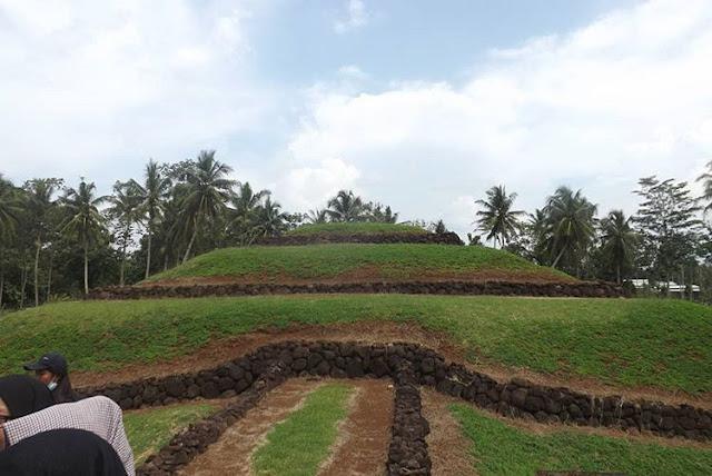 Taman Purbakala Pugung Raharjo - Tempat Wisata di Lampung