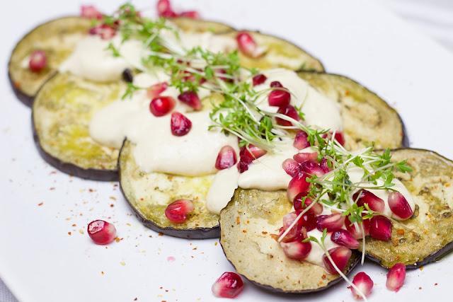 Salade aubergines yaourt et grenade