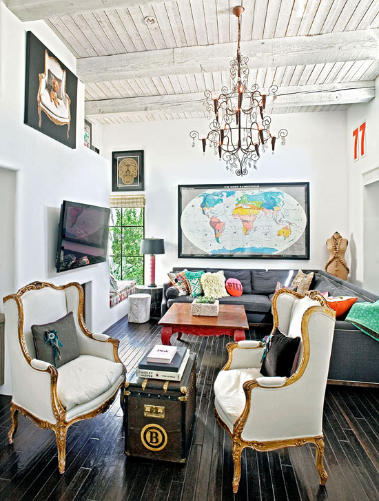 The Renovation Results In A Beautiful Home Filled With Style And Things She Loves An Eclectic Mix Of Furnishings Colorful Pieces Let S Take Look