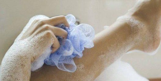 ΔΕΙΤΕ γιατί δεν πρέπει ΠΟΤΕ ξανά να κάνετε μπάνιο με αυτό το ΣΦΟΥΓΓΑΡΙ…