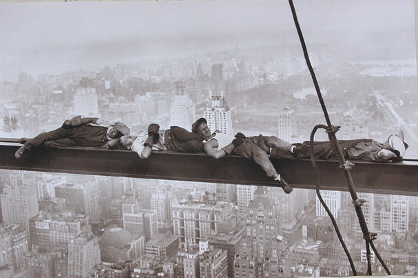 White workers taking a break while constructing the Empire State Building