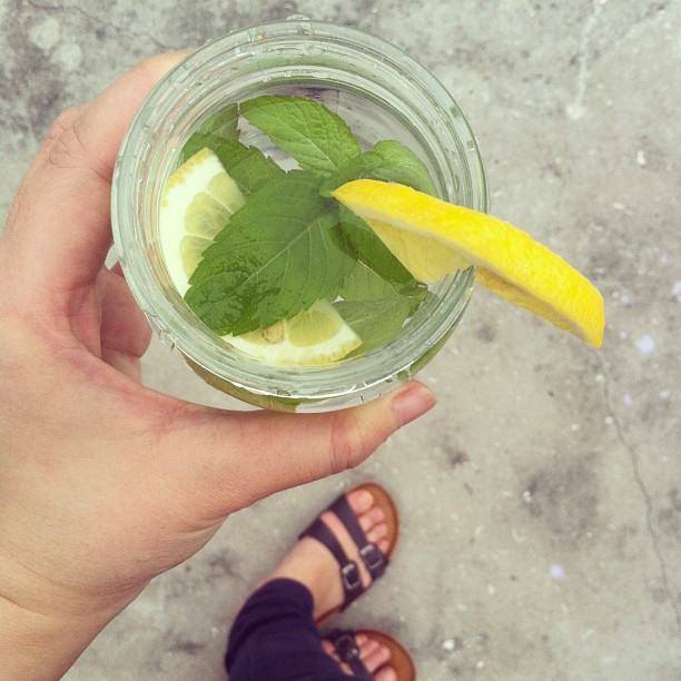 infused spa water with lemon and mint