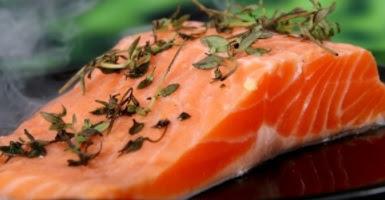 el salmon contiene vitamina b12