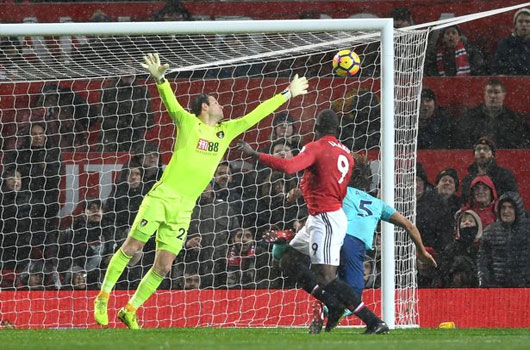 Man Utd 1-0 Bournemouth: Khó tin 2