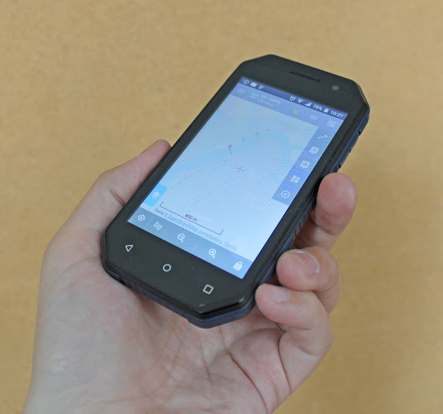 Смартфон Nomi i4070. На экране - навигационная программа Locus Map.