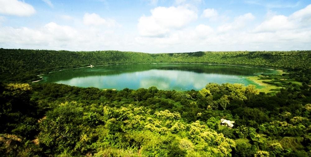 Lonar_Crater_lonar_lake_sarover_jhell_lonar_beautiful_place_1