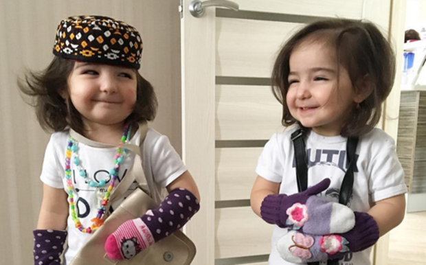 (Gambar) Telatah Mencuit Hati Si Kembar Comel Cetus Perhatian Netizen... Sangat Cute!!