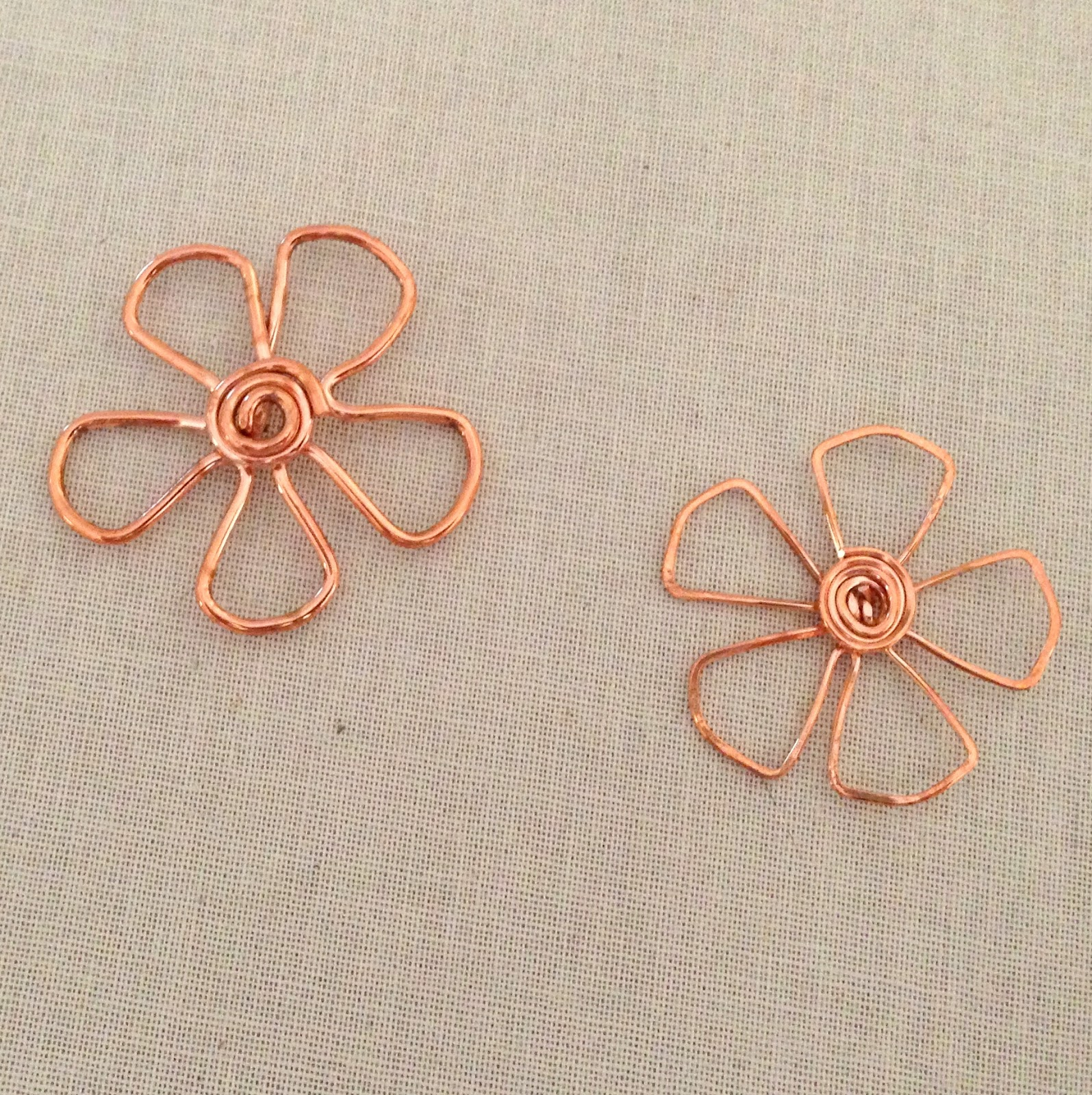 Copper Wire Flower by Lisa Yang Jewelry, Free Tutorial, DIY
