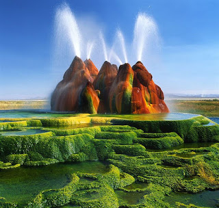 Fly Geyser photo