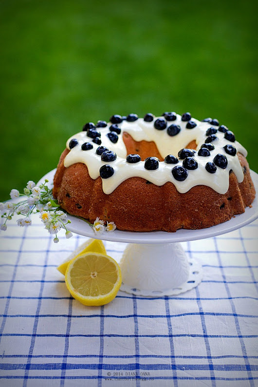 Can't boil an egg: Blueberry lemon bundt cake