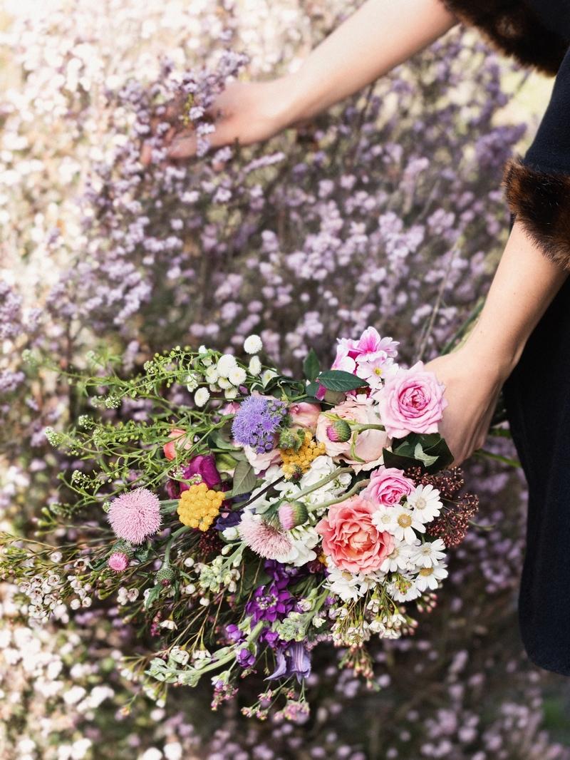 Ramo de flores con aire silvestre