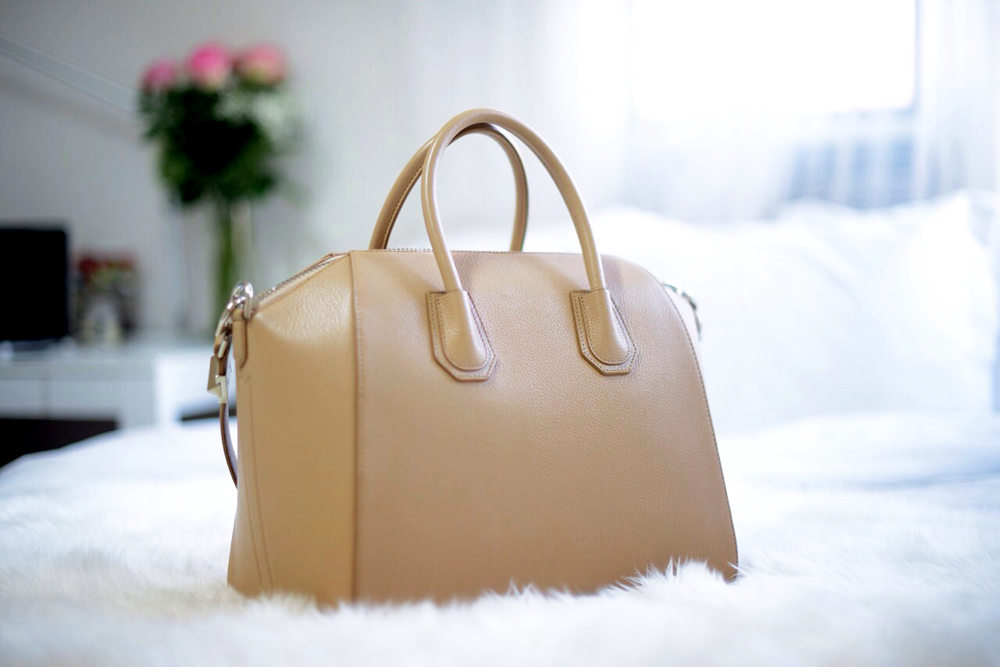Givenchy Antigona Medium Grained Leather Beige | FOREVERVANNY.com