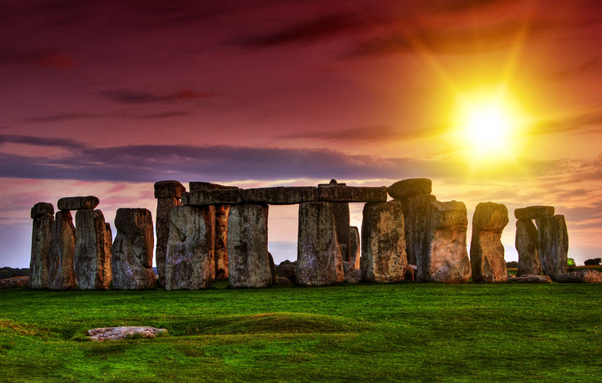 Travel Expectations Vs Reality (20+ Pics) - Watching The Stonehenge During Sunset, United Kingdom