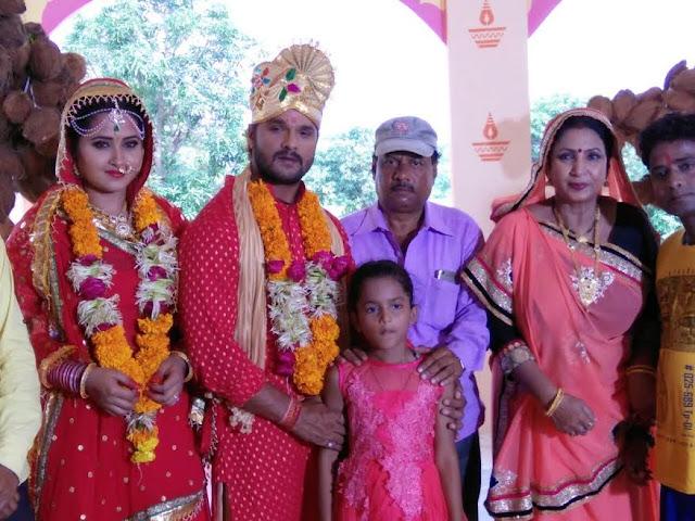 अपनी बेटी कृति के सामने खेसारी ने रचाई काजल राघवानी से शादी