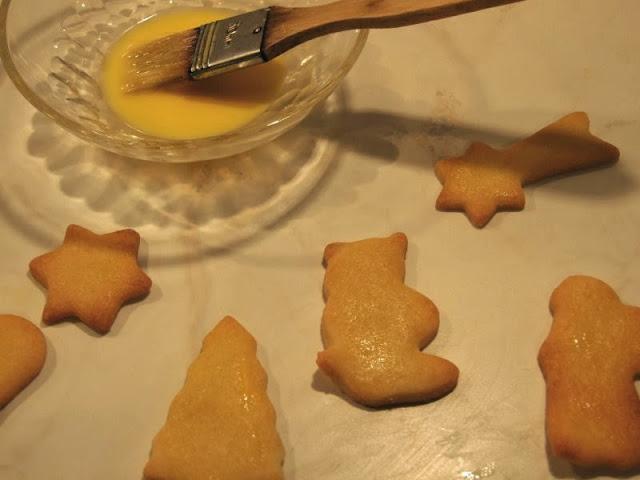 Rezept: Weihnachtsplätzchen aus Mürbeteig. die Plätzchen sind schnell fertig gebacken, Weihnachten kann kommen!