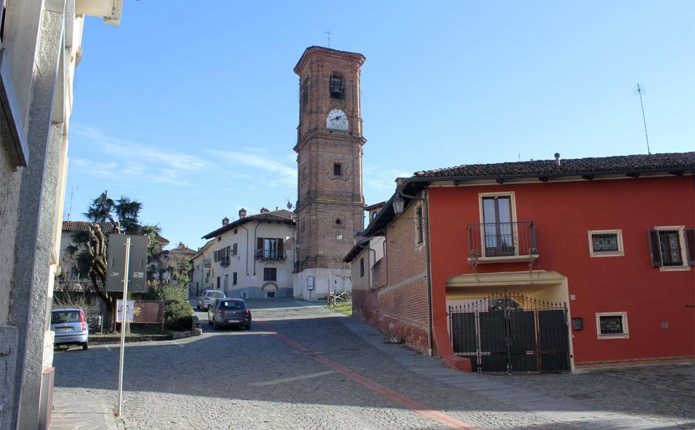 Centro storico e torre campanaria di Montà