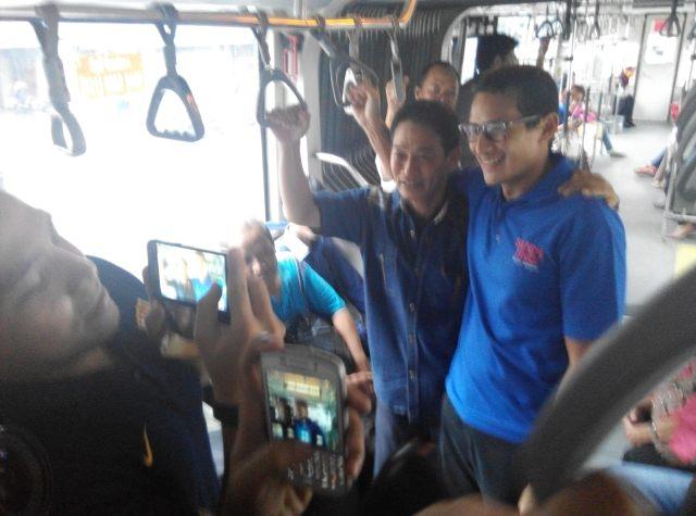 Agar Elektabilitasnya Naik? Sandiaga Uno Naik Trans Jakarta dan Tidak Mau Duduk Meski Banyak Kursi Kosong!