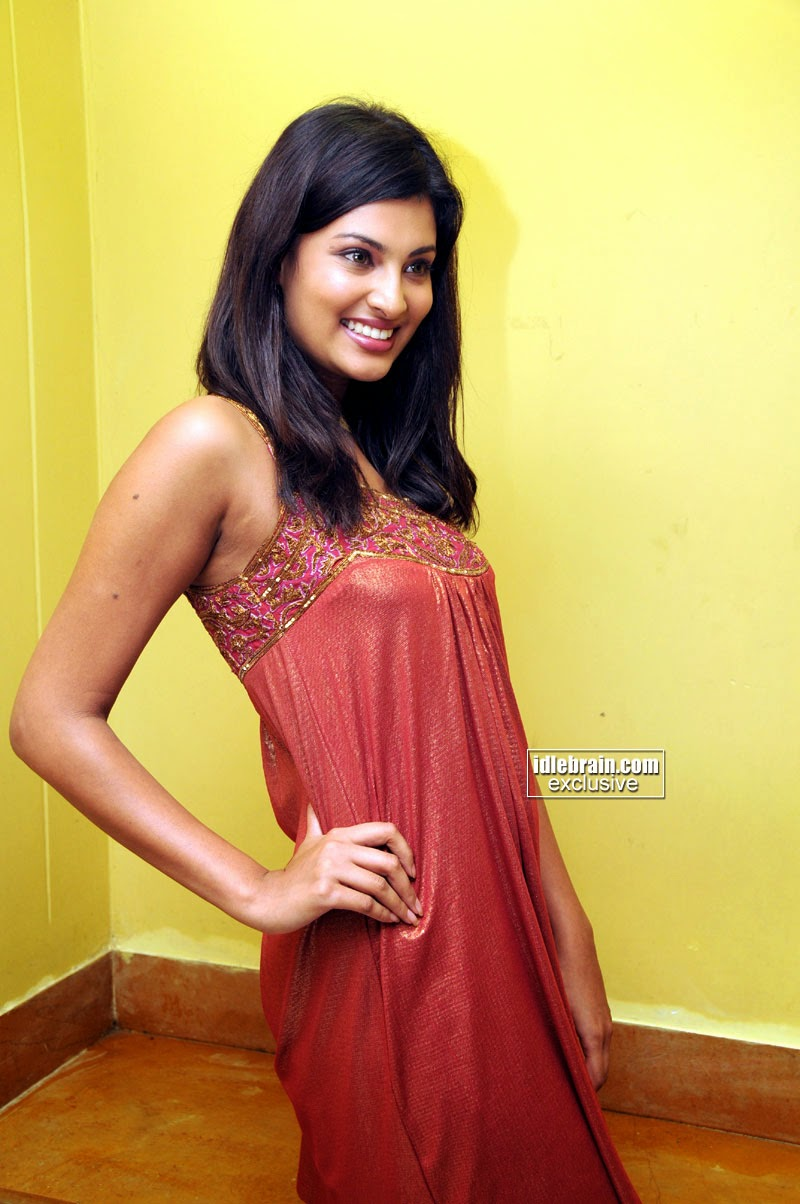 Sayali Bhagat Nude Photos 36