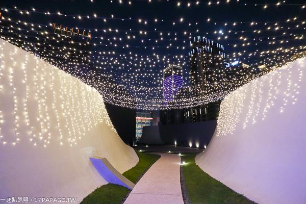 《台中.西屯》2018台中國家歌劇院聖誕節活動|魔幻曲牆光影秀|空中花園燈光展