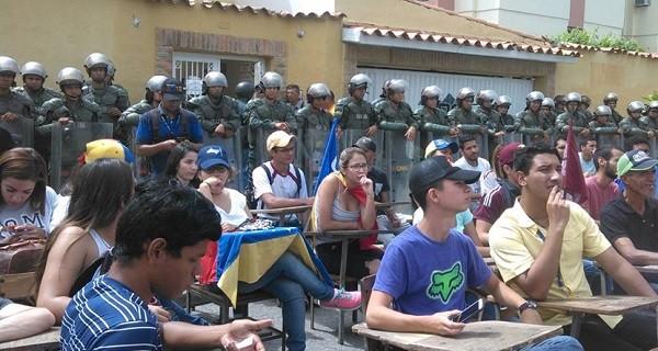 ¡CLASE MAGISTRAL! Movimiento estudiantil en Lara hizo pupitrazo contra la ANC frente al CNE
