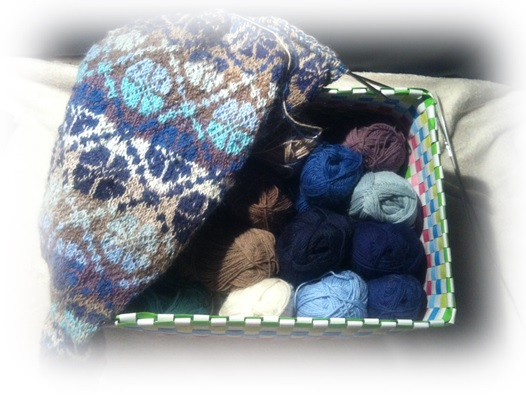 Iets Nieuws Blue flowers please- een fair isle omslagdoek in alpaca van Drops @AR56