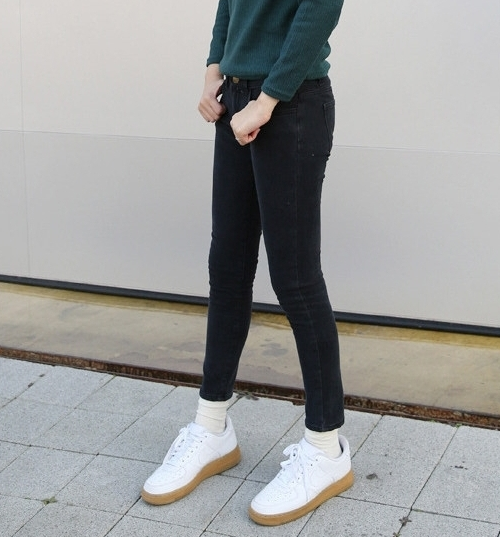 Basic Low-Rise Skinny Jeans