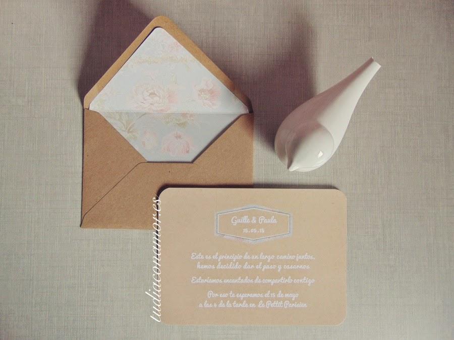 bonita invitacin de boda tipo postal con sobre de flores a conjunto