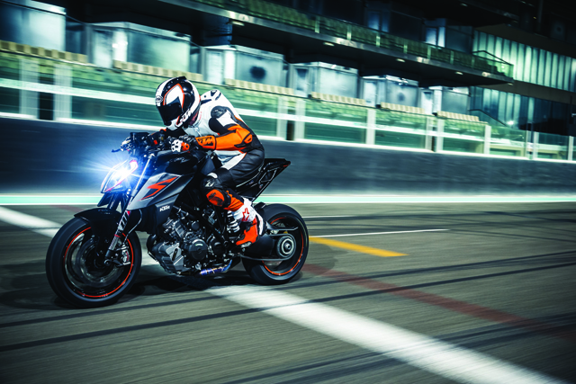 KTM Super Duke R Dan KTM Super Adventure S 1290 Di Lancarkan