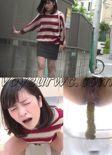 [SL-040] Excited girls dpooping in public toilet.