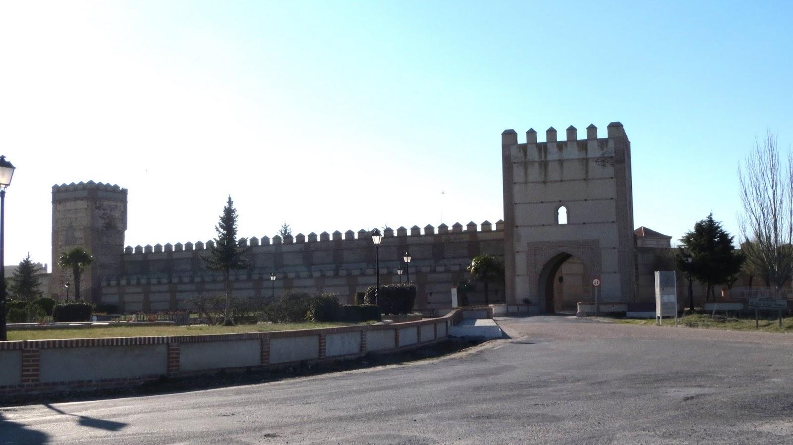 La Ruta de Isabel. Madrigal de las Altas Torres. Muralla. Puerta de Arévalo