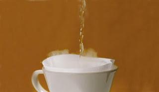 10 Manfaat Super Minum Air Hangat Secara Teratur