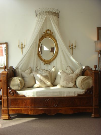 Imperial Symbols Decorate The Chair Arms Curtains Carpets And Porcelain Of Most French Empire Style Bedrooms You Don T Have To Drench Yourself In Gilt