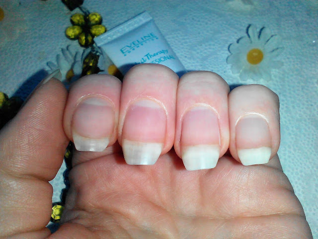 Экспресс-удалитель кутикулы Eveline Nail Therapy Professional.