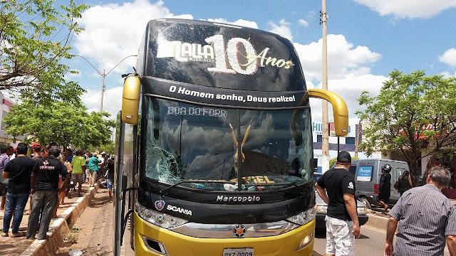 Acidente com Ônibus da Banda Malla 100 Alça deixa um morto em Picos-PI