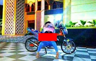 Heboh foto vulgar yuli perez di depan masjid