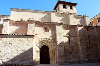 Portada iglesia de Santiago de Burgo. Zamora