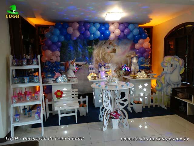 Decoração provençal simples de aniversário tema Unicórnio para festa feminina